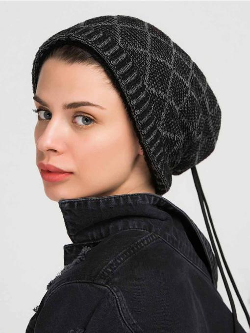 Сива плетена шапка с релефен мотив 10942 INDIGO Fashion