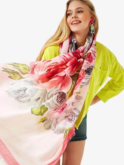 Дамски розов квадратен шал на големи цветя 11618 INDIGO Fashion