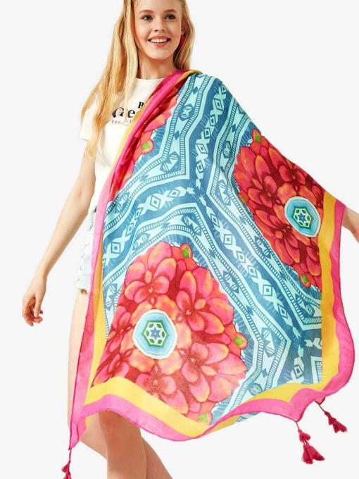 Дамски шал с флорални мотиви