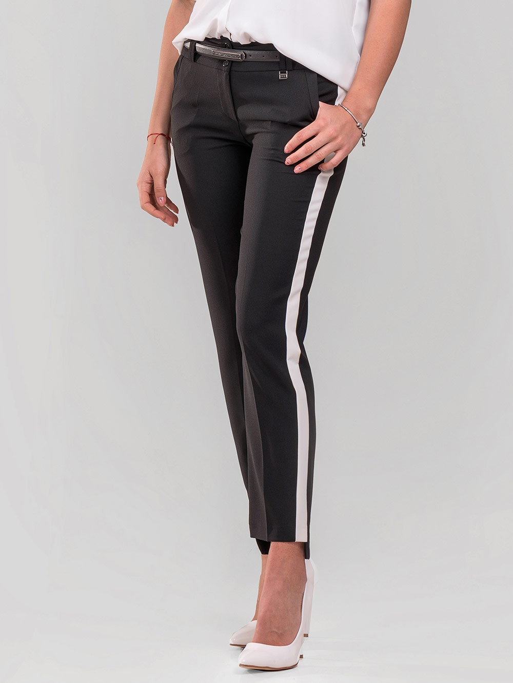 b52e0a08bef Черен елегантен дамски панталон с кант - големи размери | Дамски Панталони  от INDIGO Fashion